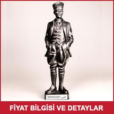 Atatürk'ün Sözleri Yazılı Büyük Heykel